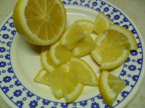 Лимон ломтиками