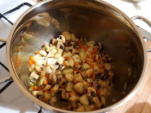 Грибной суп — добавляем шампиньоны