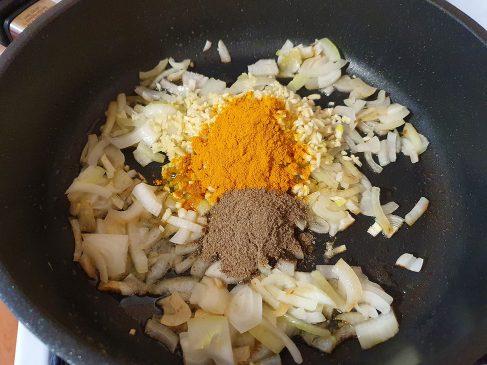 Готовим соус для свинины в кокосовом молоке 1